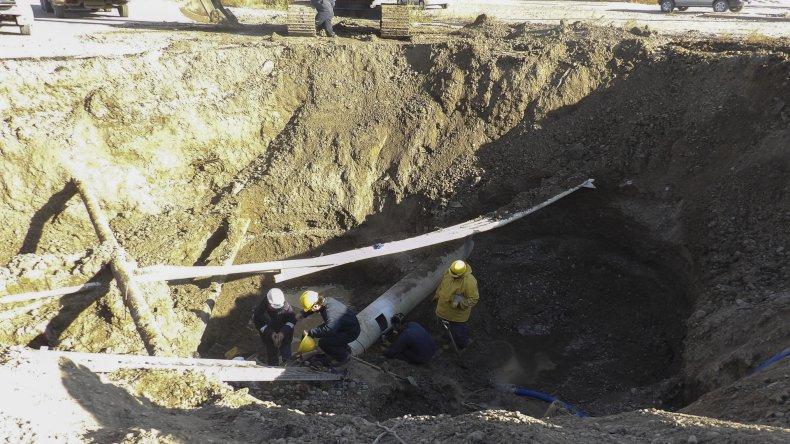 Personal de la SCPL trabajó ayer para reparar esta nueva avería.