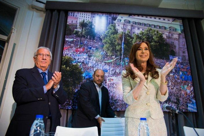 Cristina junto a legisladores del FpV.