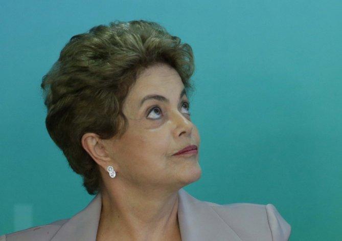 Dilma se juega su futuro voto a voto en el Congreso.