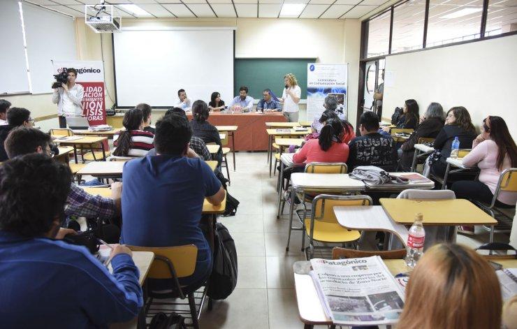 En la universidad local se analiza cómo hacer que algo se convierta en noticia y que la misma ocupe un lugar destacado en el debate de los medios.