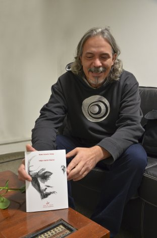 Rubén Gómez y su Viejo viento blanco