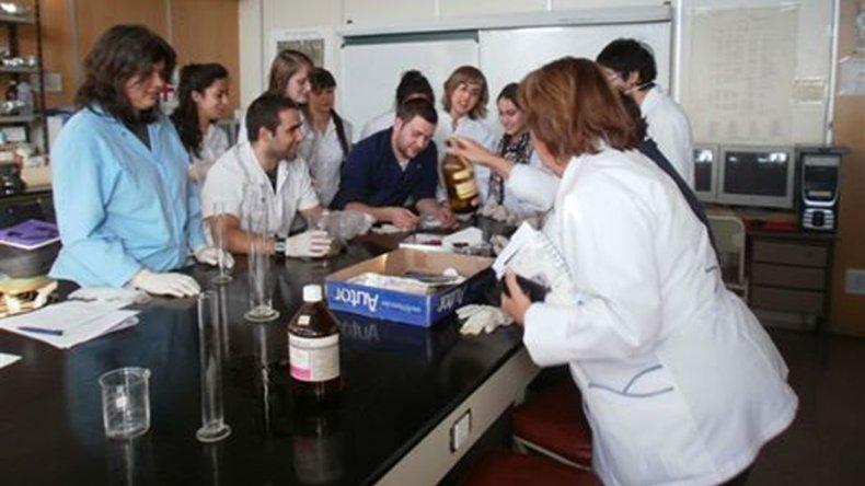 Docentes y alumnos de la cátedra de Toxicología y Salud Ambiental son los responsables del diseño de esta muestra-taller.