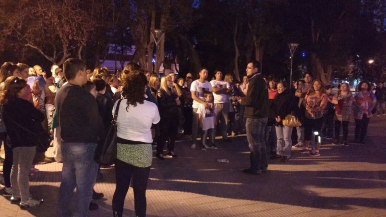 La misa para reclamar justicia por Simón Saiegg se celebró en la Plaza Independencia de Trelew.