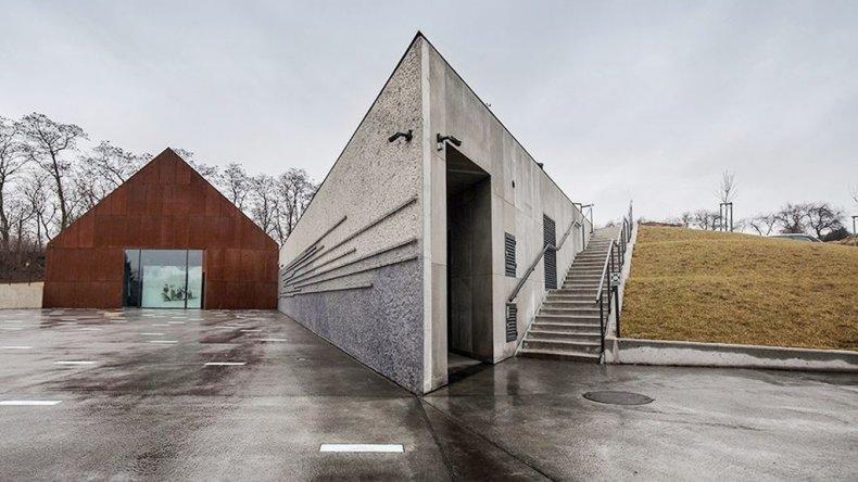 El museo rinde homenaje a todos los polacos que arriesgaron sus vidas para proteger a los judíos en la Segunda Guerra Mundial.