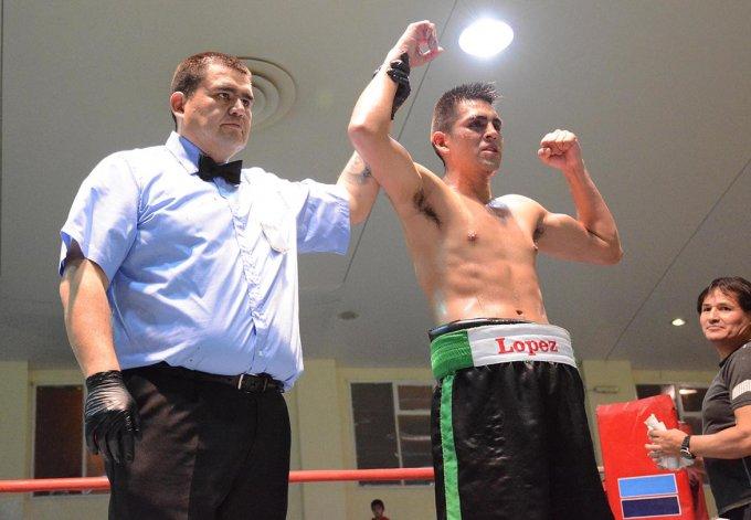 Nicolás López brindó un gran espectáculo y fue el vencedor en el gimnasio municipal 1.