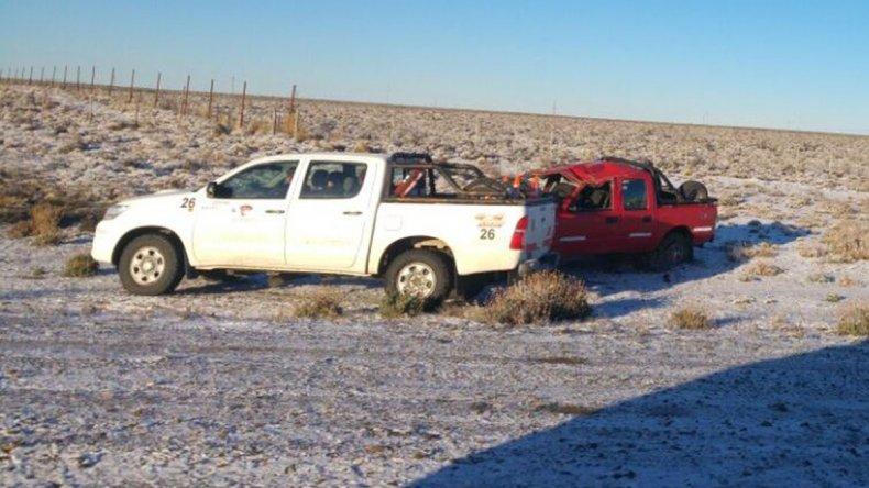 El conductor de la Ford Ranger no pudo dominar la unidad en la escarcha y volcó al costado del camino que une Comodoro Rivadavia con Sarmiento.