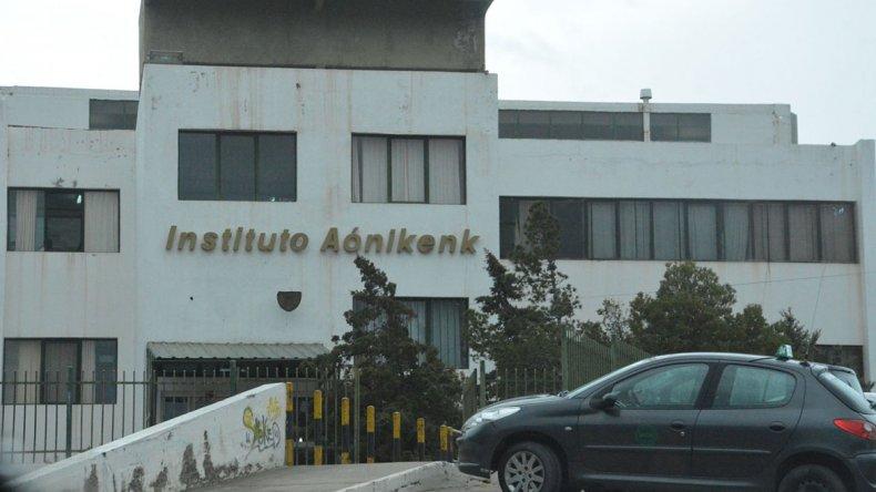 El instituto de enseñanza privada Aoniken fue objeto de la sustracción de una caja fuerte que contenía más de 200.000 pesos. Lo curioso es que nadie forzó puertas.