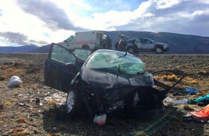Estado en que quedó el Ford Fiesta Kinetic que chocó frontalmente  contra el Chevrolet Corsa en cercanías de El Chaltén