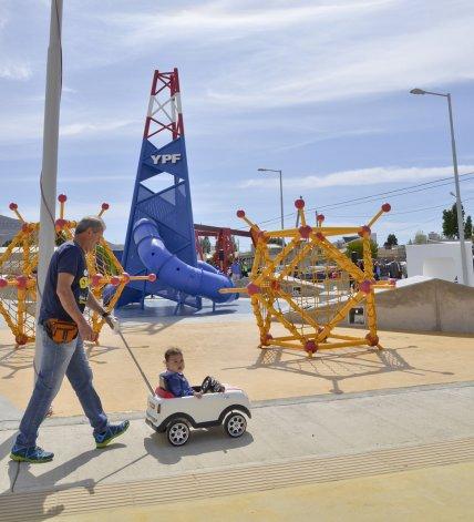 Una de las obras licitadas contempla el mejoramiento integral de la plaza 1° de Mayo