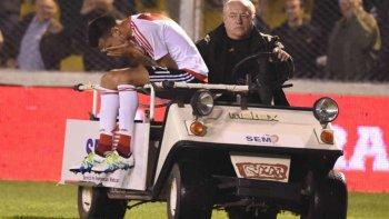 Por tratarse de una rotura fibrilar leve, la recuperación del ex futbolista de Newells Old Boys de Rosario podría demandar algunos días menos de los 21 que habitualmente lleva una dolencia de esa naturaleza.