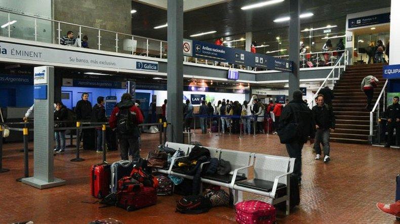Por un paro en los aeropuertos no habrá vuelos por 48 horas