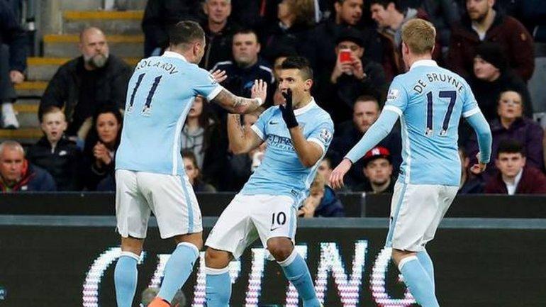 Agüero llegó a su gol número 100 en el empate del City