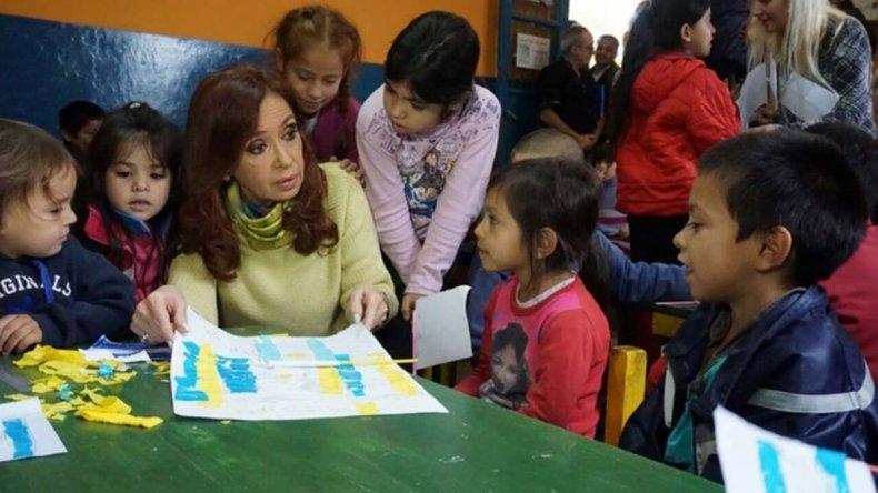 Cristina visitó la Isla Maciel. La ex Presidente mantiene un ritmo arduo de trabajo desde su Fundación.