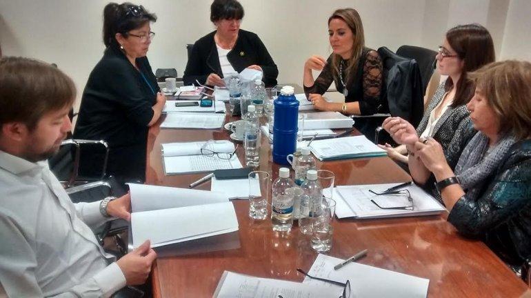 Las responsables de la tasa de justicia se reunieron ayer con los diputados de la comisión de Hacienda.