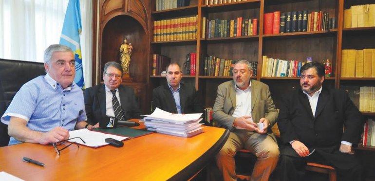 Mario Das Neves junto a los ministros Víctor Cisterna y Pablo Oca