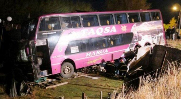 Un colectivo de larga distancia despistó y murió el chofer