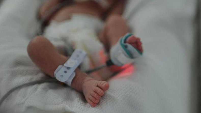 Una mujer dio a luz tras 55 días con muerte cerebral