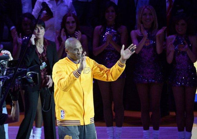 Ofrecen 15 mil dólares por el aire que respiró Kobe Bryant en su despedida