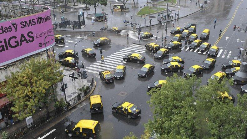 La Asociación de Taxistas de Capital se concentró en Jujuy y Brasil de la Ciudad de Buenos Aires.