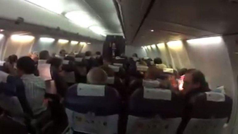 Un piloto emocionó a ex combatientes en pleno vuelo