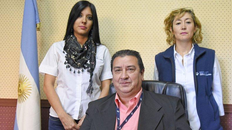 Héctor Barrios asumió como delegado de Migraciones. Lo acompañan Laura Campano