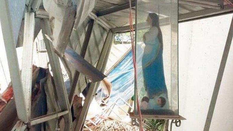 Una imagen de la Virgen María resistió al terremoto