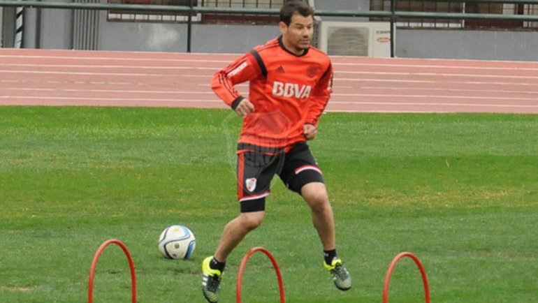 Rodrigo Mora entrenó con normalidad ayer en el Monumental y estará frente a Boca.