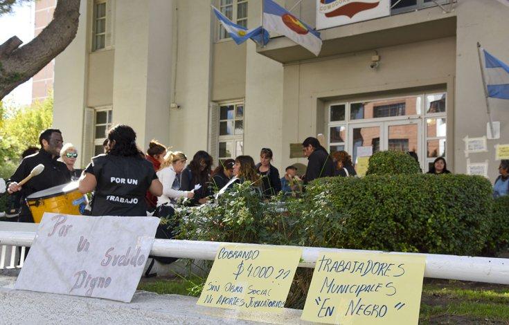 Becados municipales siguen con sus medidas de fuerza
