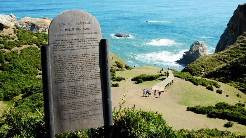 Esta pasarela-escultura se convirtió en una referencia turística.