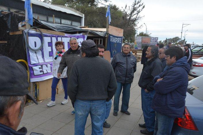La semana que se inicia será clave para destrabar el masivo paro de los trabajadores municipales de Caleta Olivia