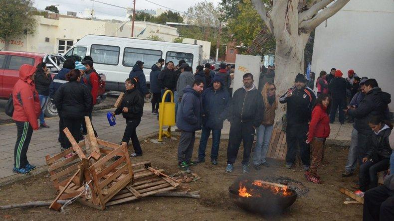Provincia prometió ayuda financiera al municipio de Caleta para sueldos