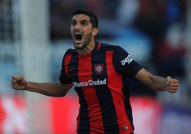 Nicolás Blandi festeja el único tanto con el cual San Lorenzo pudo vencer a Huracán.