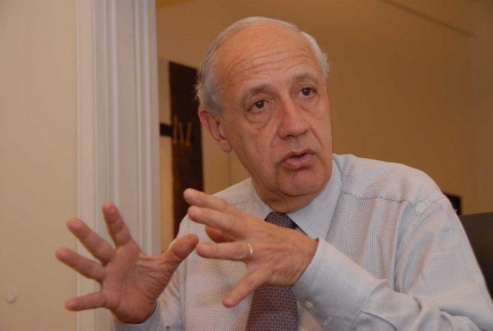 Lavagna criticó duramente el pago a los buitres