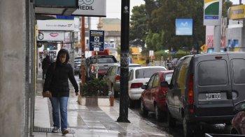 sabado frio, ventoso y lluvioso en la ciudad