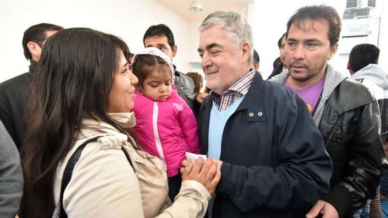 Das Neves y Maderna entregaron casas y títulos de propiedad en Trelew