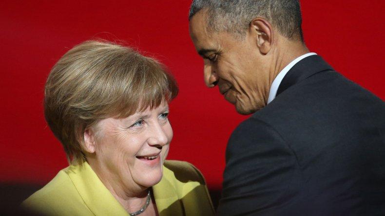Barack Obama y Angela Merkel durante el encuentro que mantuvieron ayer en Alemania.