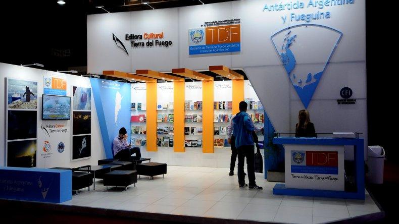 El stand de Tierra del Fuego en el espacio que las provincias tienen en la Feria del Libro de Buenos Aires.