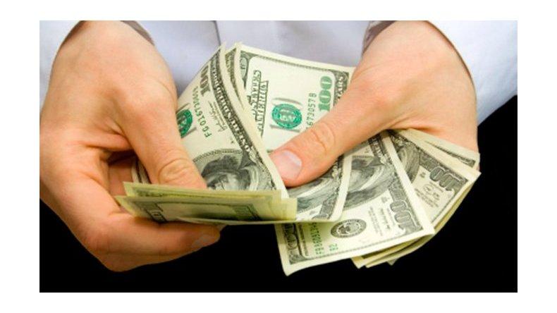 El dólar subió dos centavos
