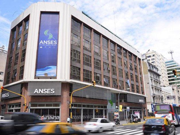 El Gobierno podría vender acciones de ANSeS para pagar juicios.
