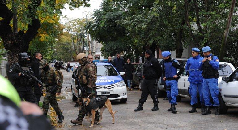 Tropas de élite lograron que los delincuentes se entreguen a la policía.