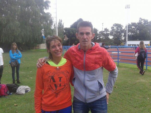 Natalia Robledo junto al mejor corredor de 800 metros de la historia