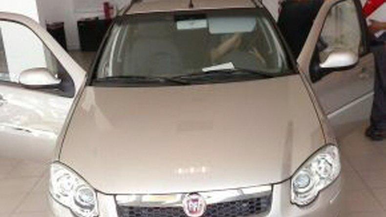El Fiat Palio que los cuatro asaltantes se llevaron a los golpes y amenazas del barrio La Floresta.