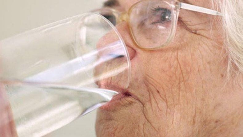Recomiendan agregar dos gotas de cloro o lavandina cada dos litros de agua o hervirla antes de su consumo.