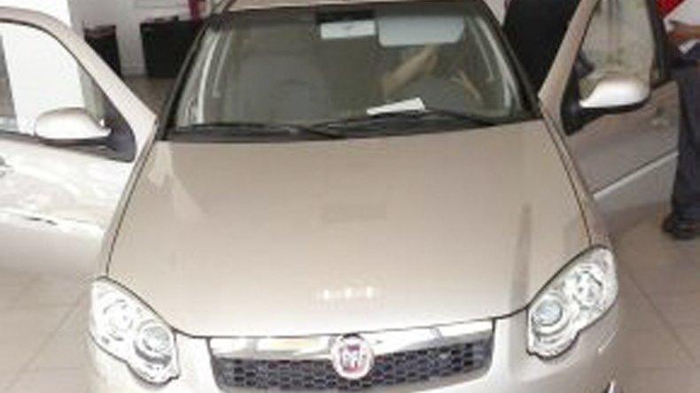El Fiat Palio que los delincuentes se llevaron a punta de pistola en La Floresta. El auto tenía en su interior toda la documentación.
