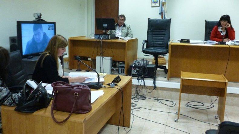 Por videoconferencia y durante un juicio abreviado