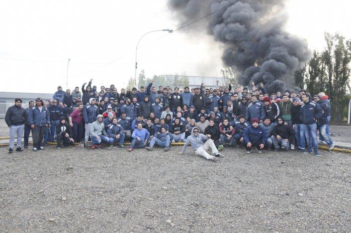 Los trabajadores mantenían ayer tomada la base de Lufkin y de otras empresas relacionadas.