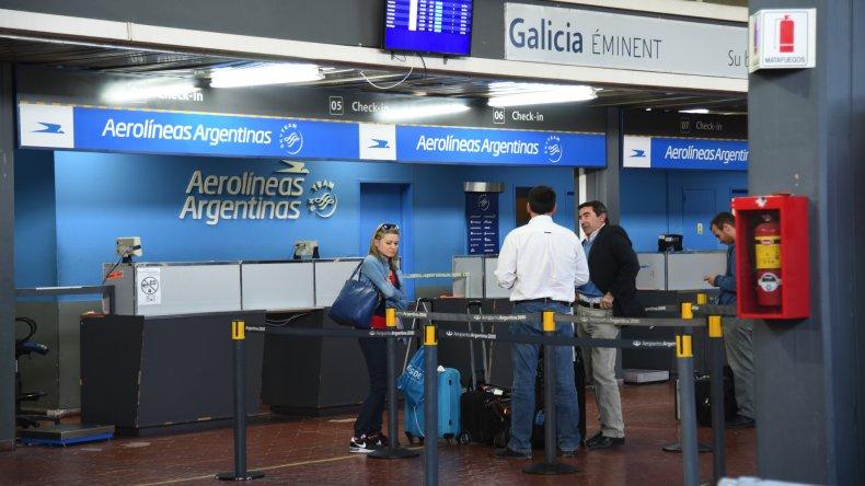 Sin vuelos: controladores paran mañana todos los aeropuertos