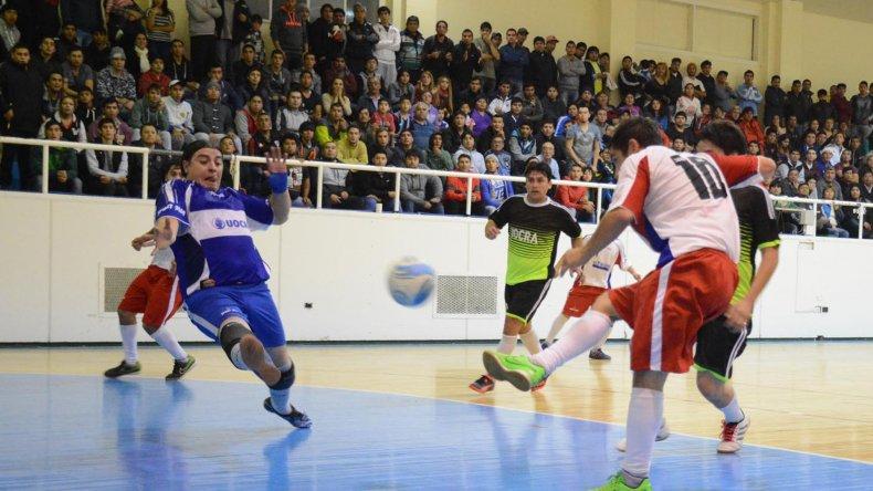 Matías Rima anotó uno de los goles en la victoria de El Tiburón frente a UOCRA.