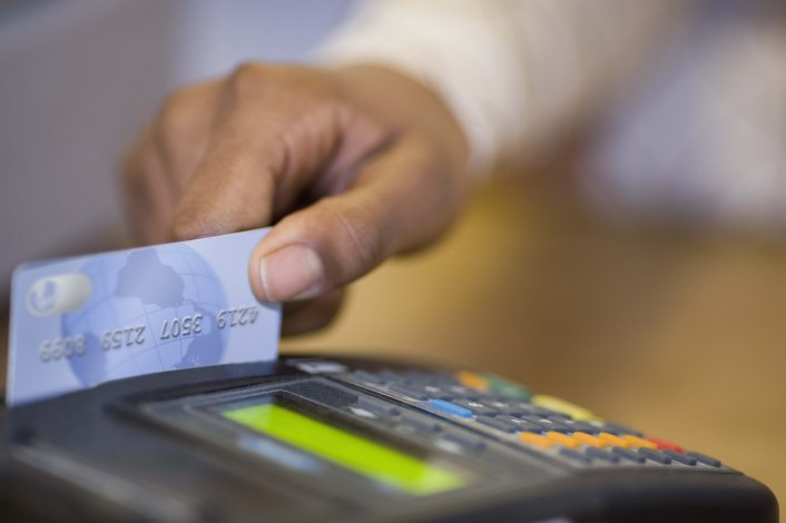 Extendieron la devolución del IVA por compras con tarjeta de débito