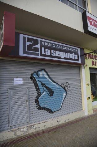 El local asaltado por segunda vez en apenas un mes permanece cerrado por refacciones para reforzar la seguridad.